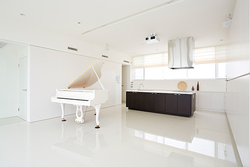 白いグランドピアノ。<br>それが家づくりのイメージの始まりでした。