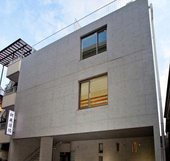 建物は4階建て。柔道場とご自宅、さらに資産価値を上げる賃貸スペースも併設。
