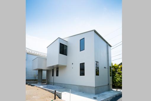 ランチスケープのような<br>天井を持つ住宅。