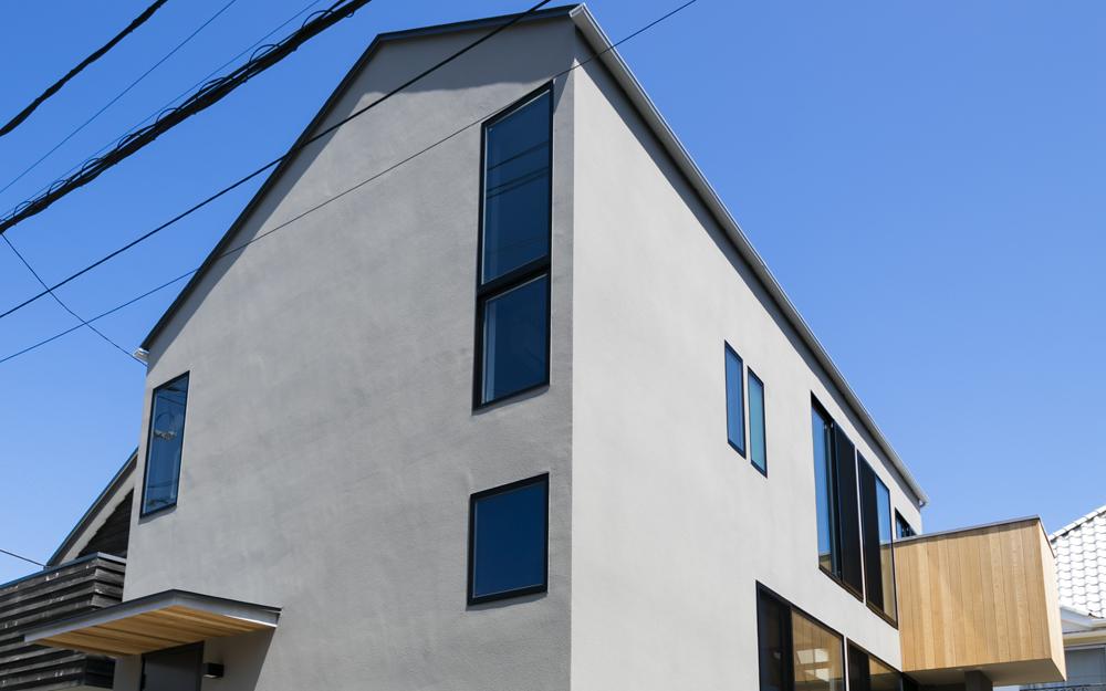 広がりと居心地に豊かさがある「窓辺の家」。