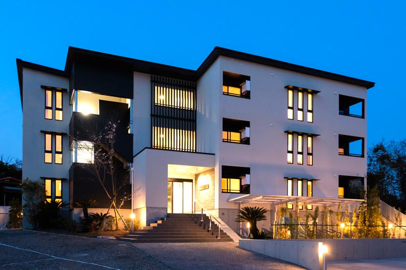 パティオのある堅牢なマンションで安定した収益を得る。